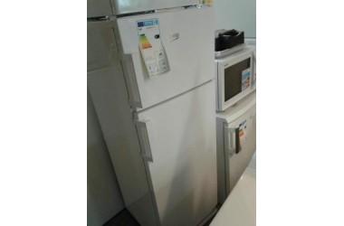 Beko koelkast met vriezer boven 144 cm hoog 54 cm breed met transportschade