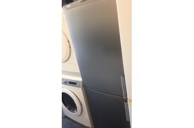 Siemens koelkast grijs met 3  vrieslades onder 175 cm hoog 60 cm breed